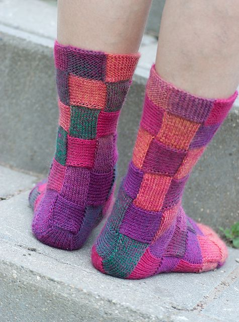 Knitted Socks Pattern : DIY Rainbow Color Patch Entrelac Knitting Socks with Patterns iCreativeIdea...