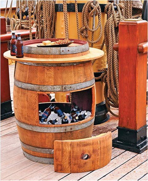 36 creative diy ideas to upcycle old wine barrels for Wine barrel chair diy