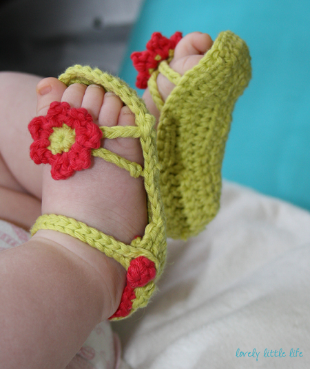 60+ Adorable and FREE Crochet Baby Sandals Patterns --> Flower Power Baby Sandals