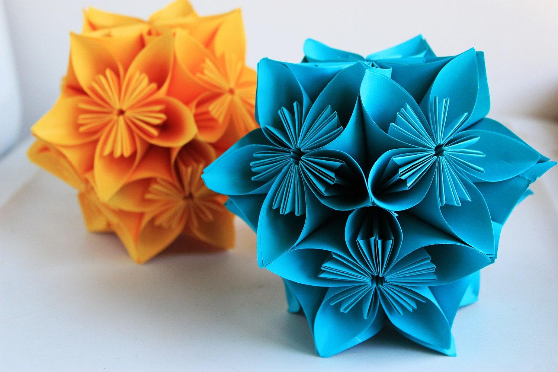 arreglo de flores en origami kusudama