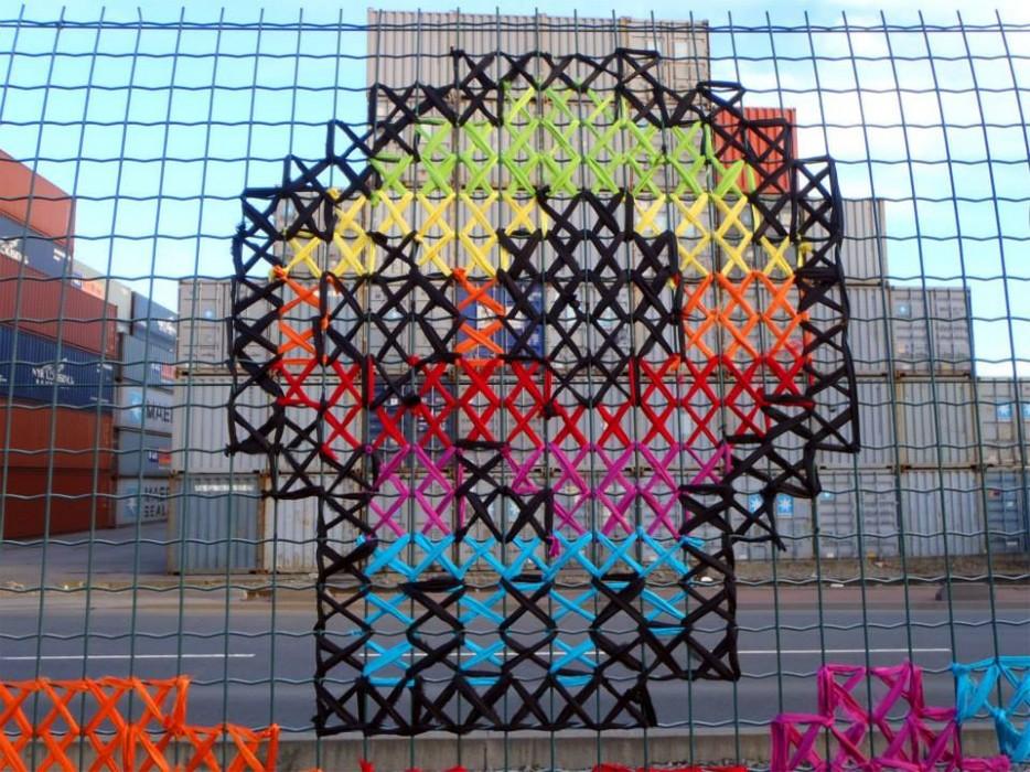 Yaratıcı-Street-Art-Cross-Dikiş-Resimleri-on-Çit-5_1.jpg