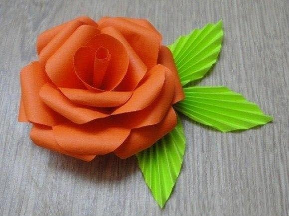Как сделать розу из цветной бумаги