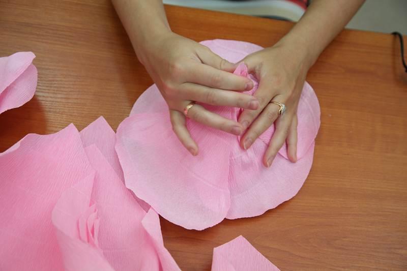 How To Diy Giant Crepe Paper Flower Icreativeideas Com