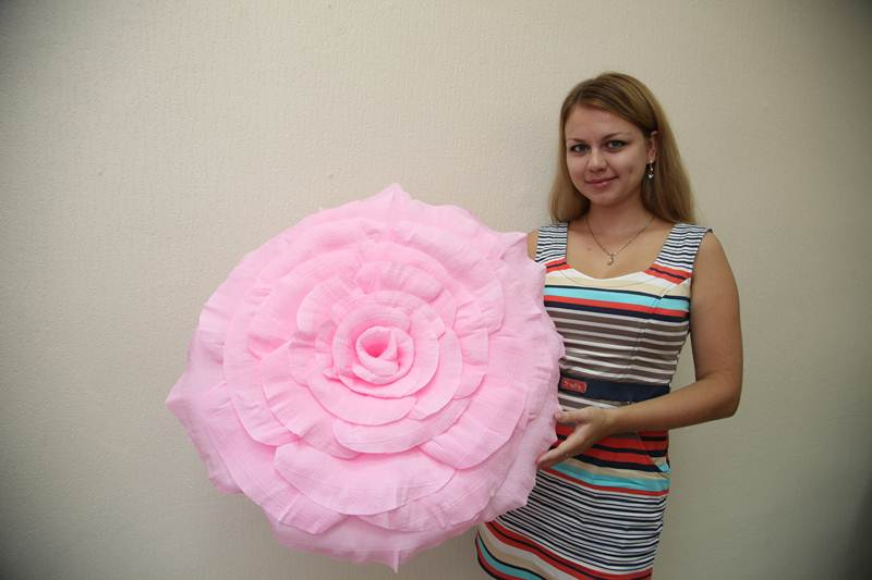 Цветок из гофрированной бумаги своими руками большие