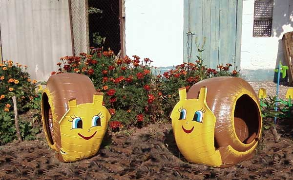 40+ Creative DIY Ideas to Repurpose Old Tire into Animal Shaped Garden Decor --> Tire Snails