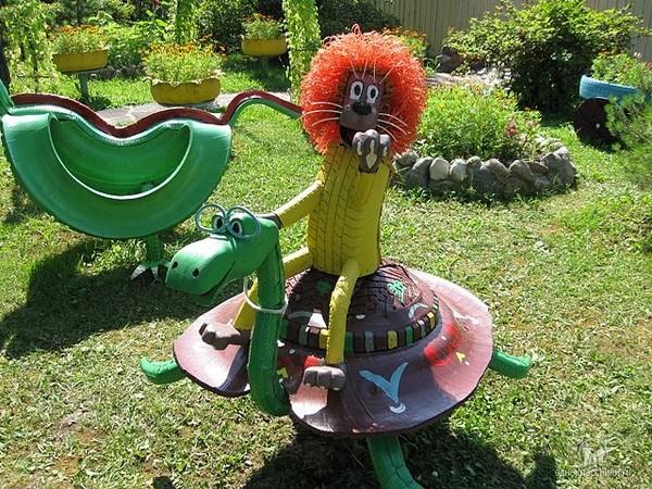 40+ Creative DIY Ideas to Repurpose Old Tire into Animal Shaped Garden Decor --> Tire Clown