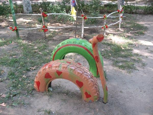 40+ Creative DIY Ideas to Repurpose Old Tire into Animal Shaped Garden Decor --> Tire Animal