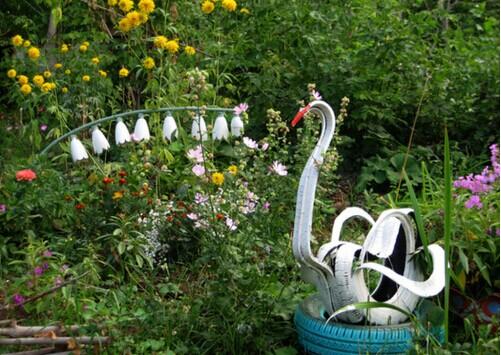 40+ Creative DIY Ideas to Repurpose Old Tire into Animal Shaped Garden Decor --> Tire Swan