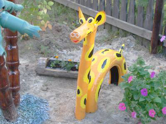 40+ Creative DIY Ideas to Repurpose Old Tire into Animal Shaped Garden Decor --> Tire Giraffe