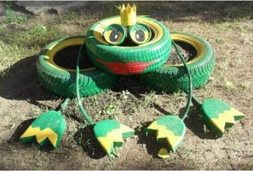 40+ Creative DIY Ideas to Repurpose Old Tire into Animal Shaped Garden Decor --> Tire Frog