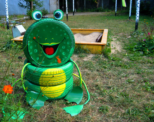 Repurpose-Old-Tire-into-Animal-Themed-Garden-Decor-34.jpg