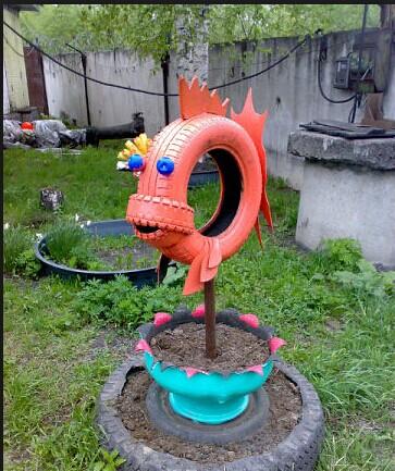40+ Creative DIY Ideas to Repurpose Old Tire into Animal Shaped Garden Decor --> Tire Fish