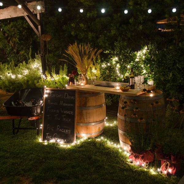 36 creative diy ideas to upcycle old wine barrels for Diy whiskey barrel bar