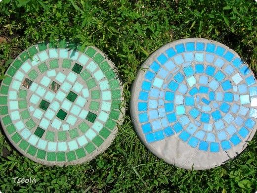 DIY Mosaic Tile Garden Stepping Stones 10