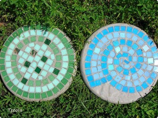 DIY Mosaic Tile Garden Stepping Stones 10