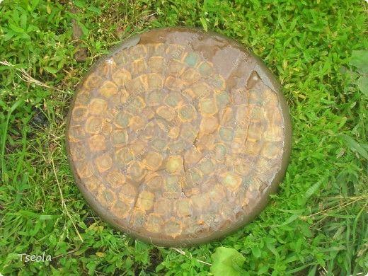 DIY Mosaic Tile Garden Stepping Stones 7