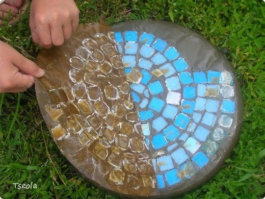 DIY Mosaic Tile Garden Stepping Stones 8
