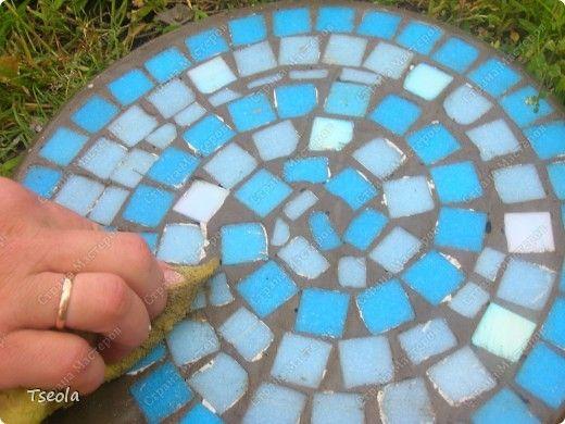 DIY Mosaic Tile Garden Stepping Stones 9