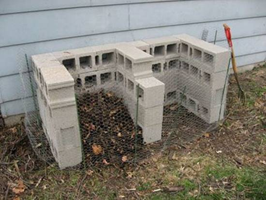 20+ Creative Uses of Concrete Blocks in Your Home and Garden --> Cinder Block Compost Bin