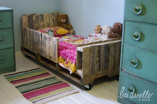 30+ Creative Pallet Furniture DIY Ideas and Projects --> DIY Toddler Pallet Bed