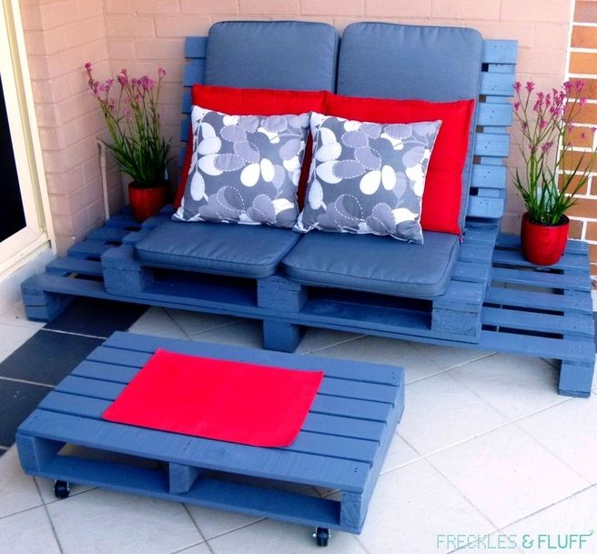 30+ Creative Pallet Furniture DIY Ideas and Projects --> DIY Wooden Pallet Chillout Lounge