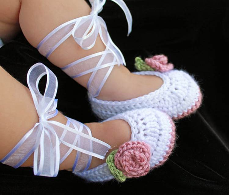 40+ Adorable and FREE Crochet Baby Booties Patterns 21