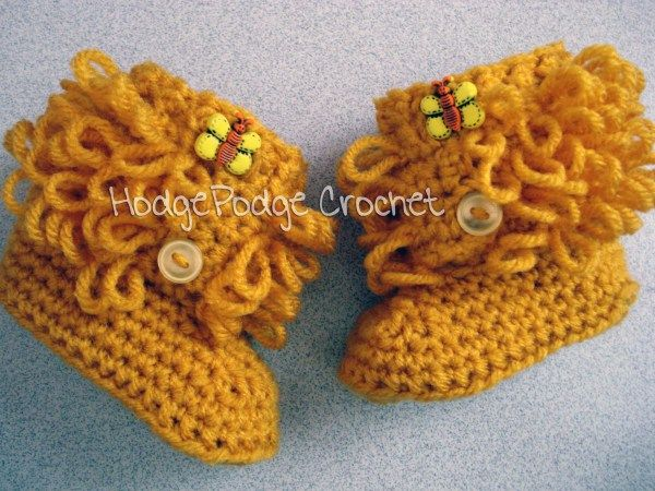 40+ Adorable and FREE Crochet Baby Booties Patterns --> Loopy Baby Booties
