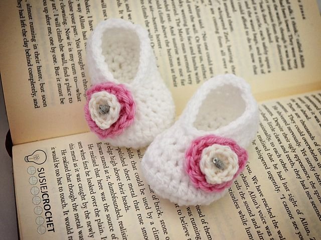40+ Adorable and FREE Crochet Baby Booties Patterns --> Basic Baby Booties