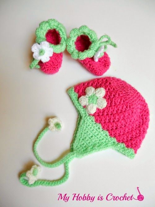 40+ Adorable and FREE Crochet Baby Booties Patterns --> Blooming Strawberry Crochet Baby Booties
