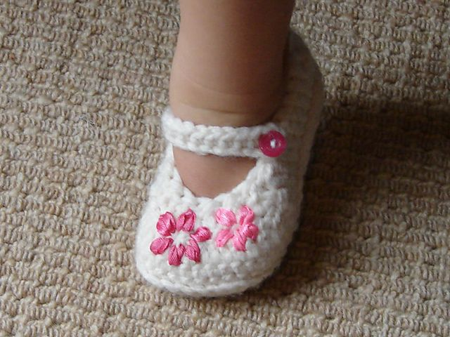40+ Adorable and FREE Crochet Baby Booties Patterns --> Lazy Daisy Girl's Shoes