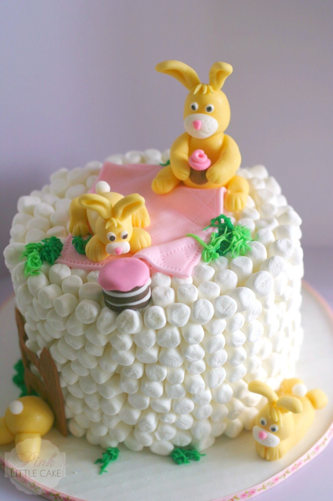 20+ Creative DIY Easter Bunny Cake Recipes --> DIY Easter Marshmallow Bunny Cake