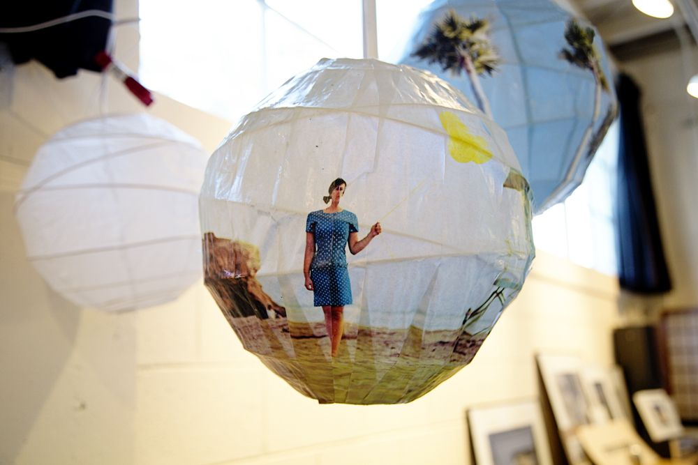 35+ Creative DIY Ways to Display Your Family Photos --> DIY Glowing Photo Spheres