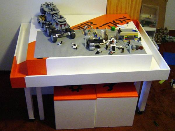 DIY Easy Lego Table for Kids --> Lego Construction Table