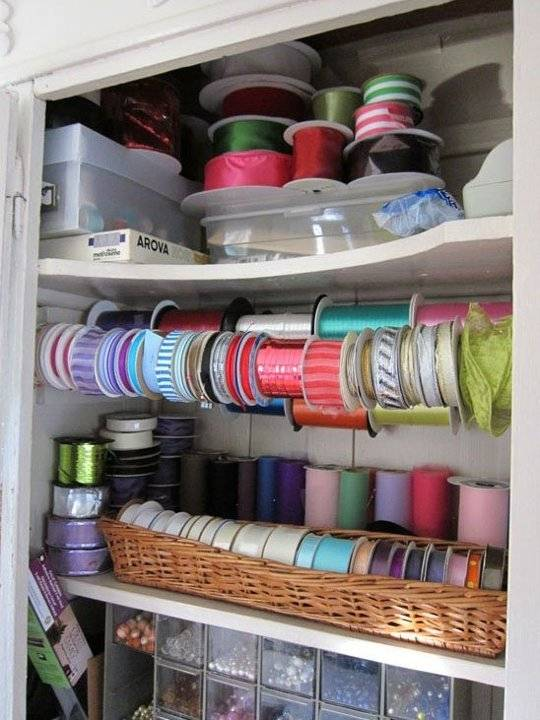 20+ Creative Uses of Tension Rods to Organize Your Home --> Use Tension Rod to Hold, Store and Organize Ribbon