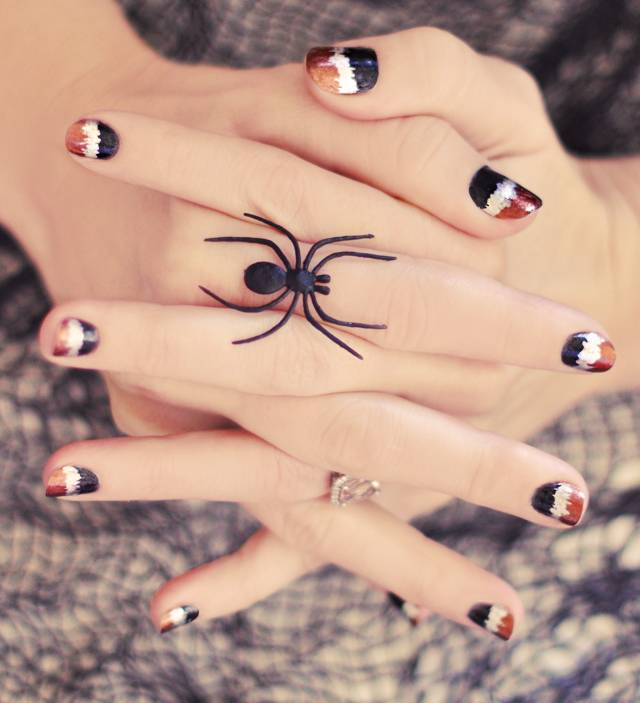 40+ Spooky and Creative DIY Halloween Nail Art Ideas --> Black, Copper and Silver Metallic Seismograph Nails