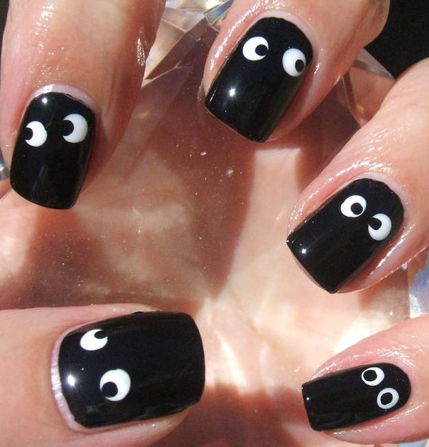 40+ Spooky and Creative DIY Halloween Nail Art Ideas --> Googly Eyes Manicures