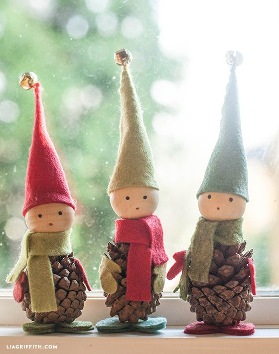 40+ Creative Pinecone Crafts for Your Holiday Decorations --> Felt and Pine Cone Elves