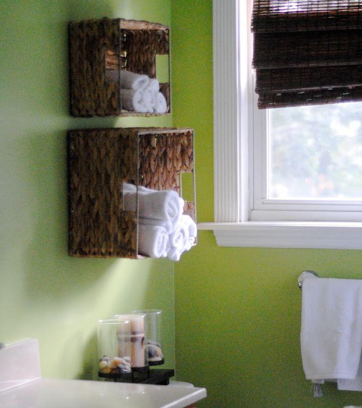 40+ Brilliant DIY Storage and Organization Hacks for Small Bathrooms --> DIY bathroom towel storage in under 5 minutes