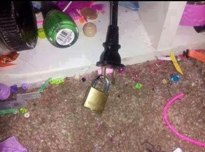 30+ Brilliant Mom Hacks That Will Make Your Life Easier --> Put a padlock through the hole of the plug to prevent kids from connecting it to the circuit.