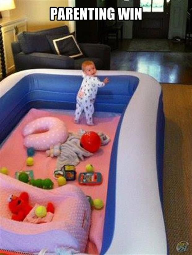 30+ Brilliant Mom Hacks That Will Make Your Life Easier --> Use an inflatable pool as a safe play area for your toddler.