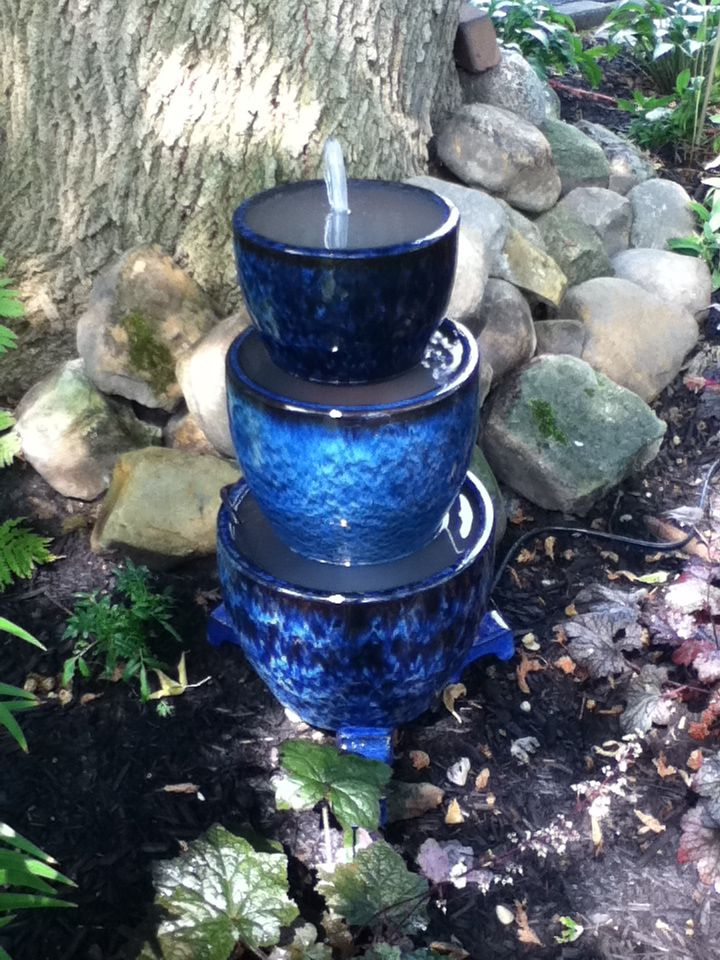 40 creative diy water features for your garden for Pot water feature ideas