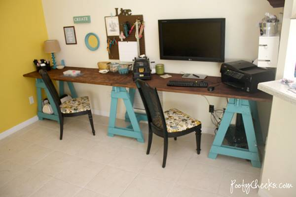 25+ Creative DIY Projects to Make a Craft Table --> Sawhorse Craft Desk