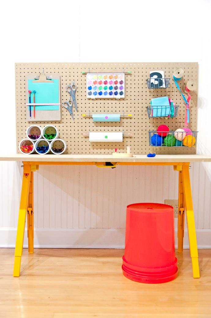25+ Creative DIY Projects to Make a Craft Table --> DIY Crafting Station For Kids