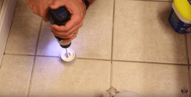 Awesome DIY Trick to Clean Grout in Your Kitchen and Bathroom