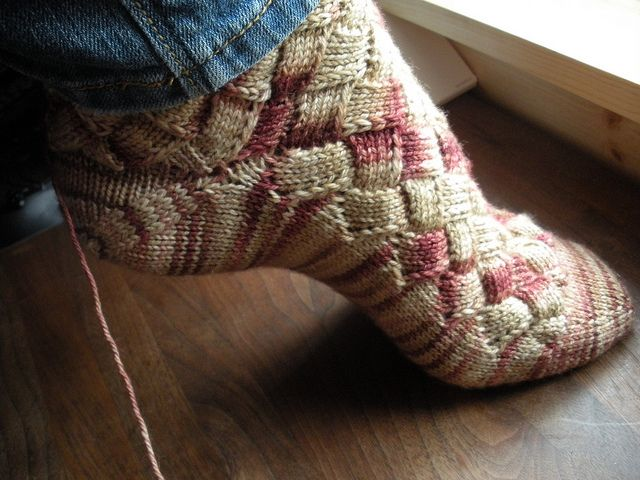 Socks Knitting Pattern : DIY Rainbow Color Patch Entrelac Knitting Socks with Patterns