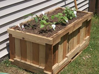 25 Amazing DIY Projects to Repurpose Pallets into Garden Planters --> Planter with pallets