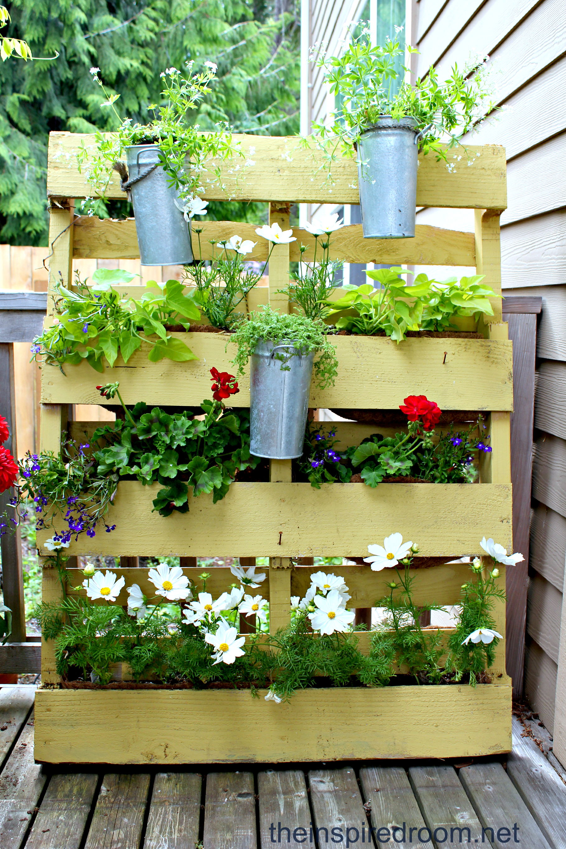 25 Amazing DIY Projects to Repurpose Pallets into Garden Planters --> The Pallet Garden