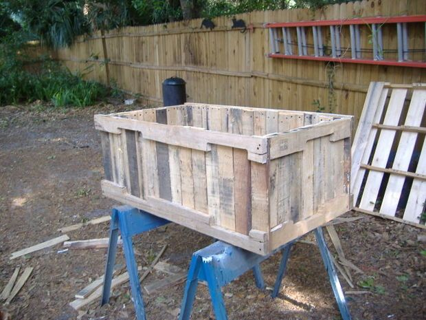 25 Amazing DIY Projects to Repurpose Pallets into Garden Planters --> Planter from pallets
