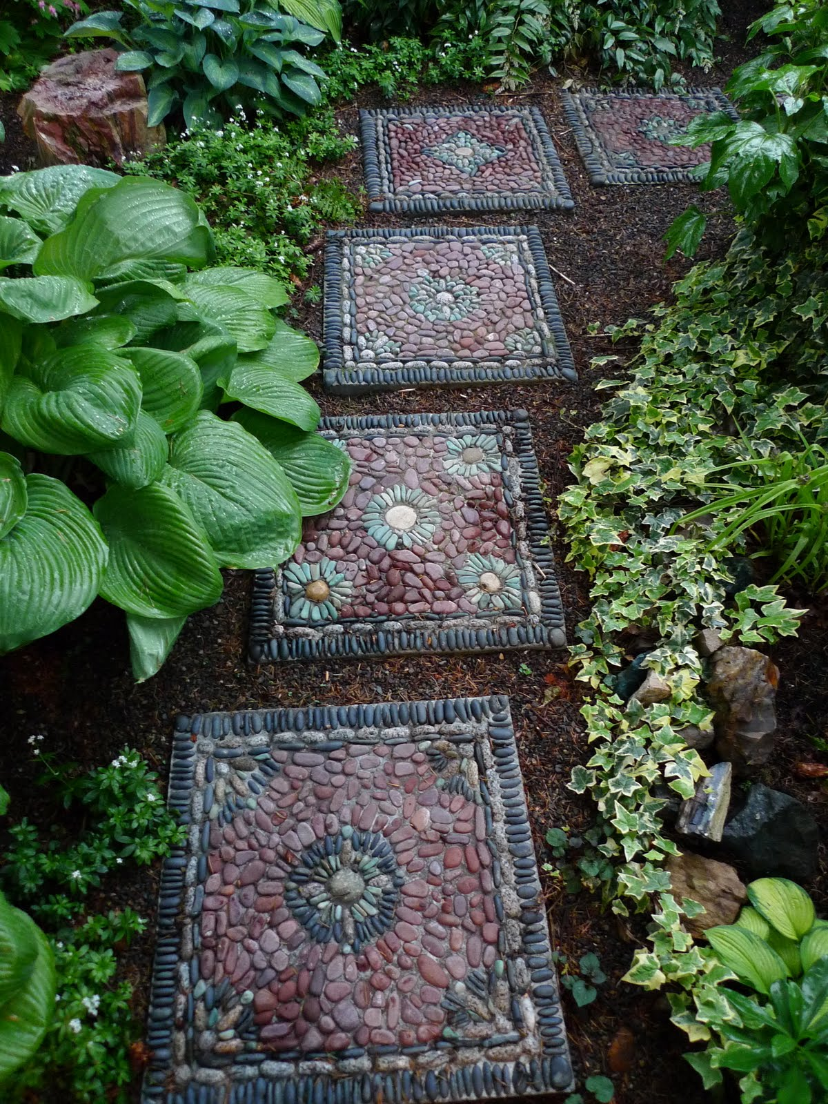 30 Beautiful DIY Stepping Stone Ideas to Decorate Garden ... on Stepping Stone Patio Ideas id=54327