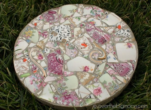 30 Beautiful DIY Stepping Stone Ideas to Decorate Your Garden --> Create Your Own Garden Stones from Broken Dishes